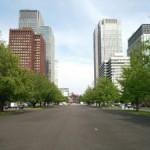 東京駅前の広場の景色