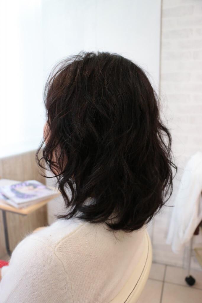 暗い髪にパーマをかけた方が良い理由