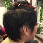 【メンズスタイル】片側2ブロックの40代ヘア・癖毛を生かしたパーマ風