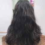 黒髪ロングゆるふわパーマスタイル
