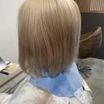 ブリーチを暗くするイメチェンミニマルショートヘア